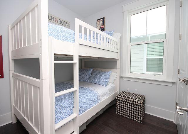 Double Bunk Bed (sleeps 4)