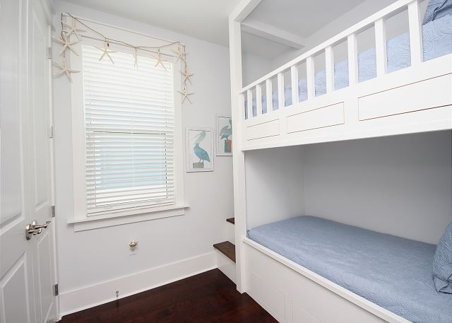 Built-In Bunk Room Upstairs