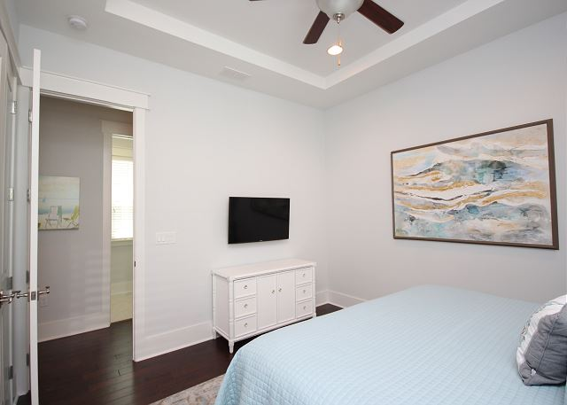KING Master Bedroom with Smart TV Downstairs