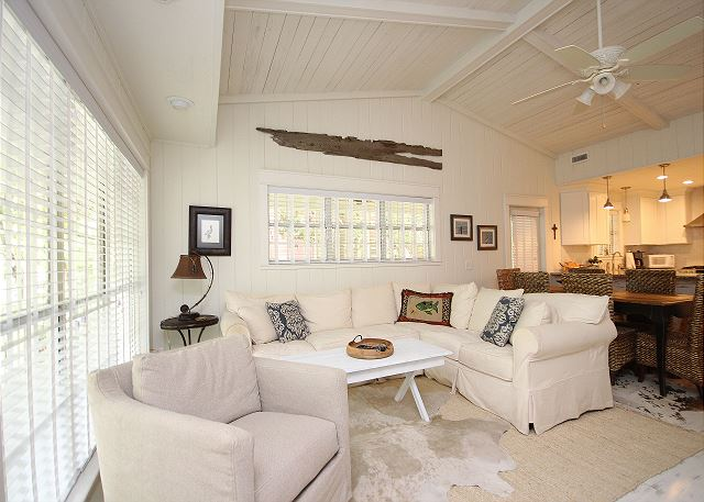 Open Living Space with Vaulted Ceilings