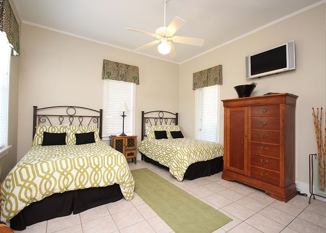 Dual Full Beds (sleeps 4) with Private Bath