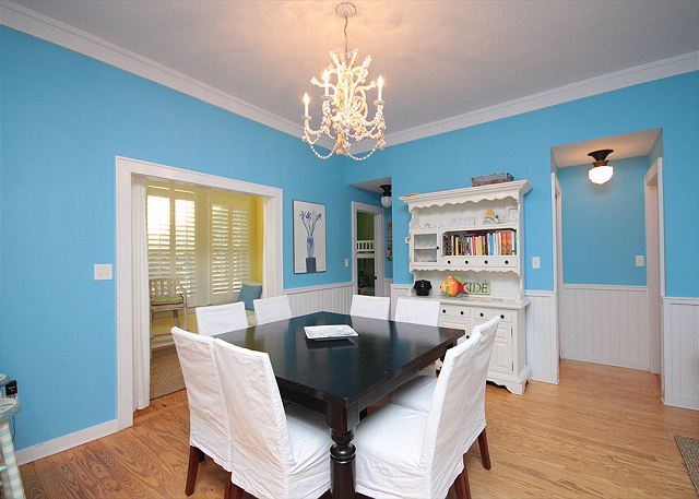 Dining Room (Seats 8)