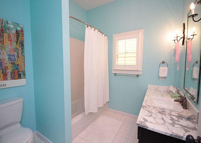 Guest Bath (Bath/Shower Combo)