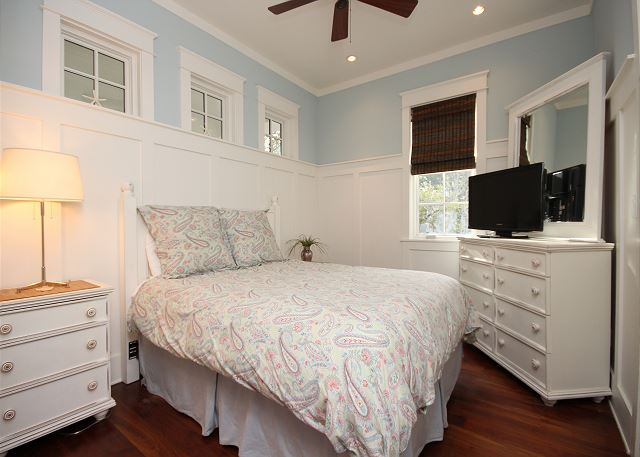 Queen Guestroom with Shared Bath