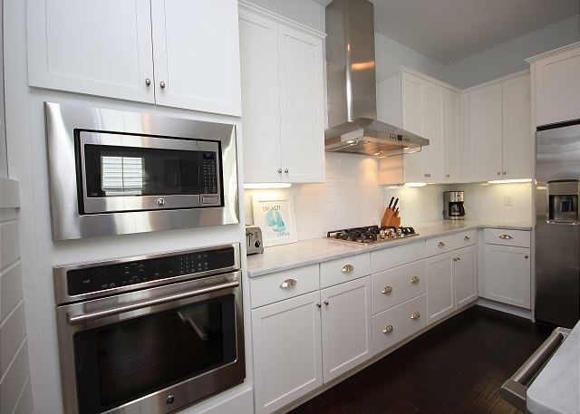 Double Ovens, 5-Burner Gas Stove