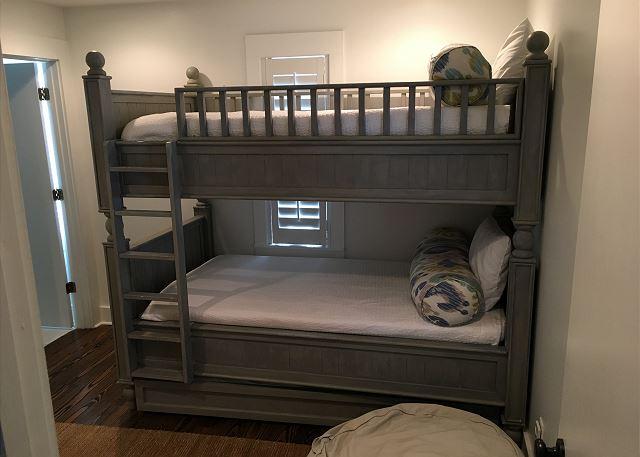 Bunk Room (Sleeps 2)