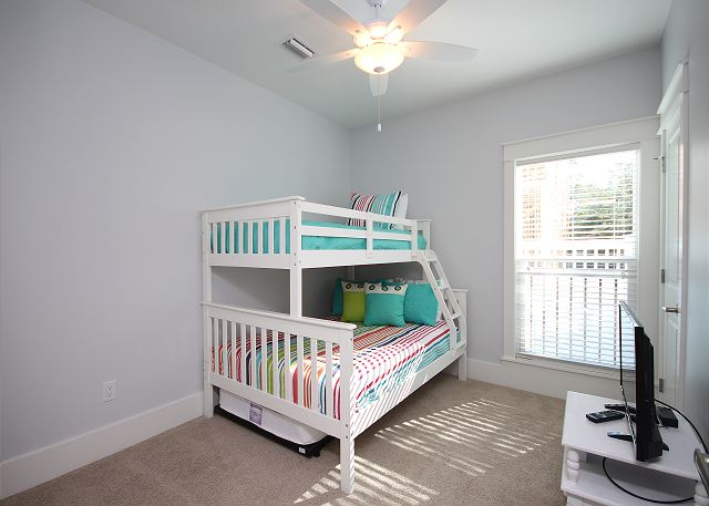Kids Bunk Room with Full & Twin Beds (sleeps 3)