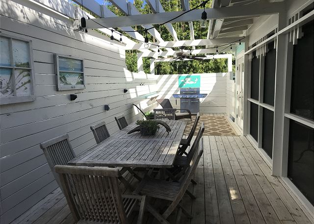 Beautiful New Decking &  Outdoor Dining w BBQ