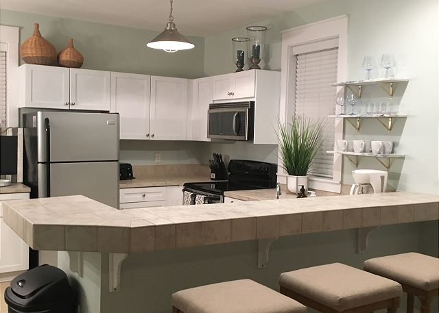Eat-In Kitchen with Bar Seating for 3