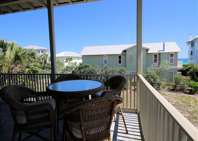 Outdoor Dining Space on Upstairs Balcony (Gulf Views!)