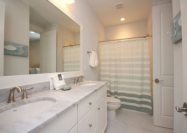 Guest Bath with Dual Sinks (tub/shower) Upstairs