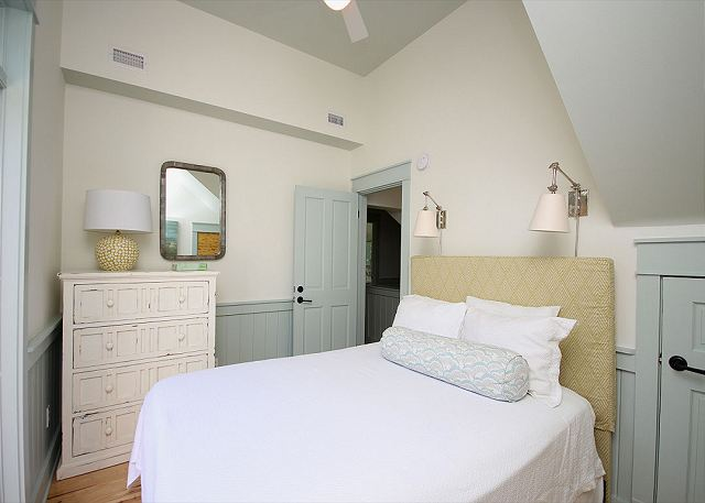 Queen Guestroom Upstairs with Private Balcony
