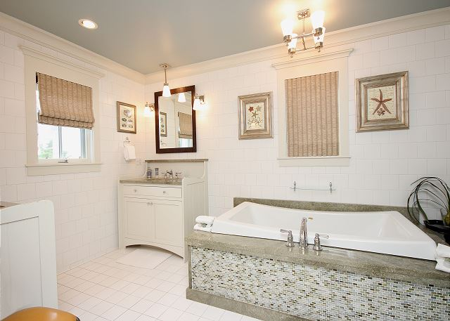 Separate Tub & Dual Sinks