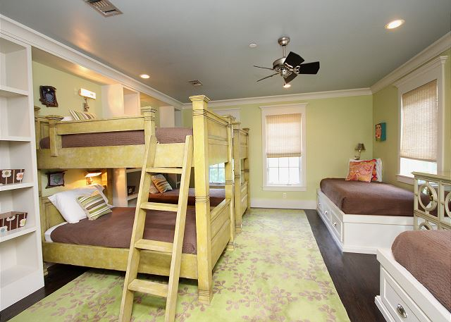 Kids Bunk Room (Sleeps 6)