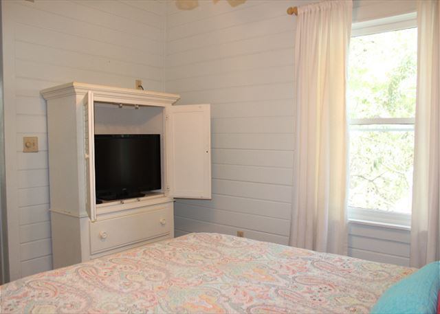 Queen Master Bedroom with Flat Screen TV
