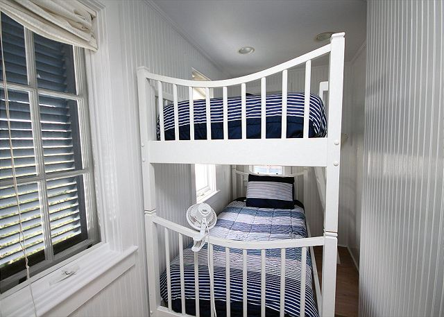 Kids Bunk Room (Sleeps 2)