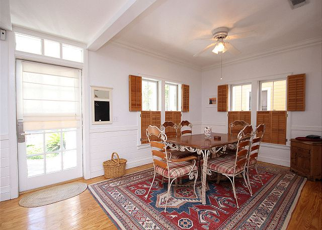 Dining Room (Seats 6)