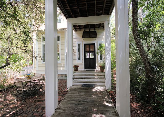 Entrance & Outdoor Seating
