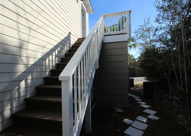 Separate Entrance to Guest Cottage