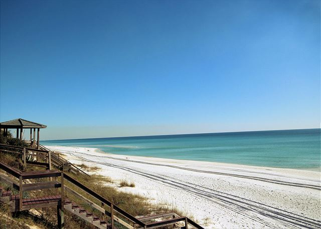 The beautiful Emerald Coast just steps away!
