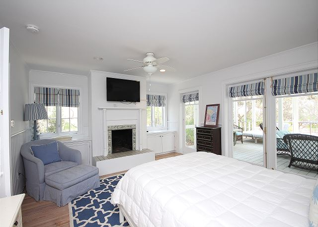 King Master Suite with Flat Screen TV & Private Screened Porch