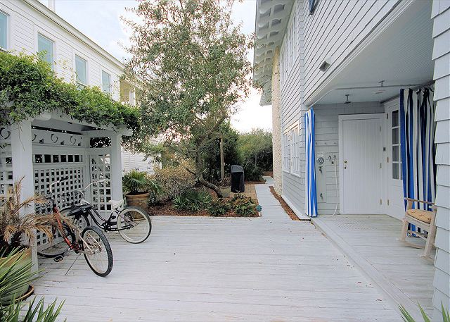 Private Outdoor Shower & 2 Bikes Included with Rental!