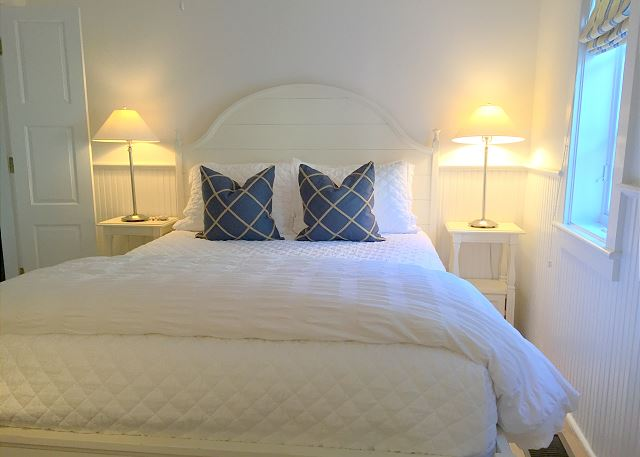 Queen Guest Bedroom with New Bedding & Private Bath (shower only