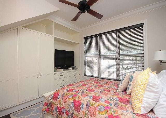 Queen Guestroom with Flat Screen TV