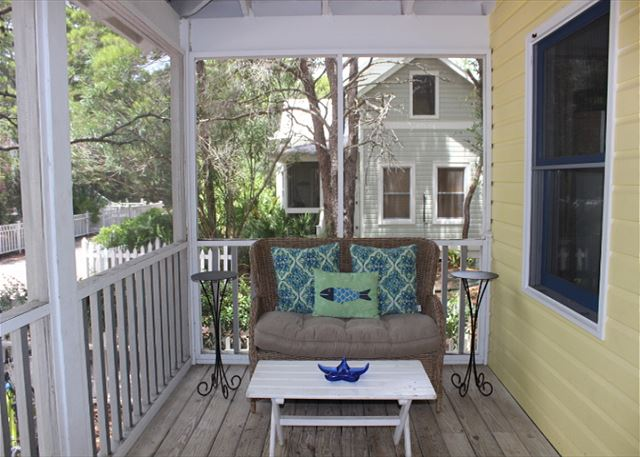 Private Screened Porch with Outdoor Seating