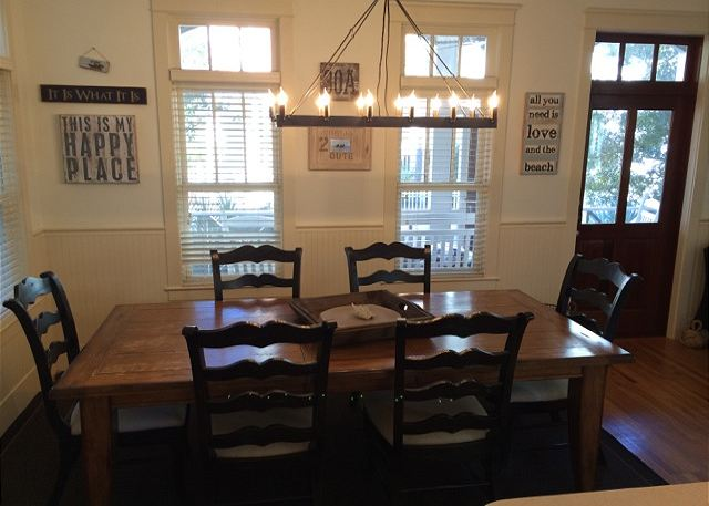 Dining Room (Seats 6)
