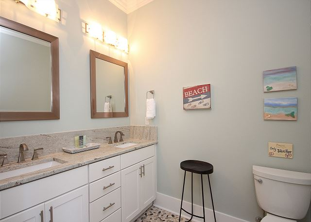 Queen Master Bath with Dual Sinks