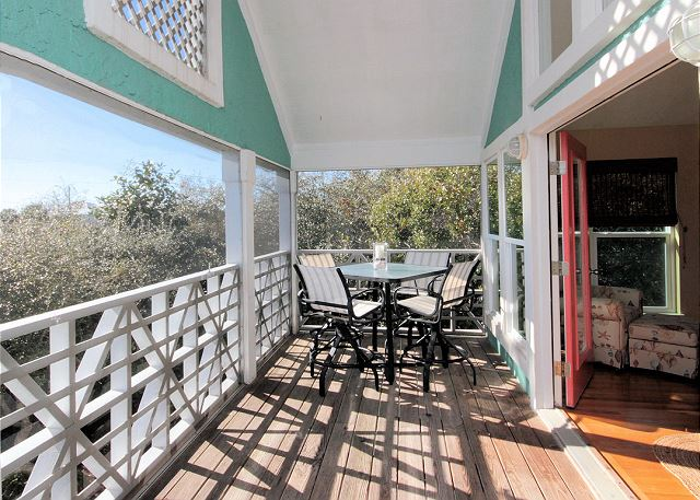 Private Upstairs Balcony with Ocean Views!