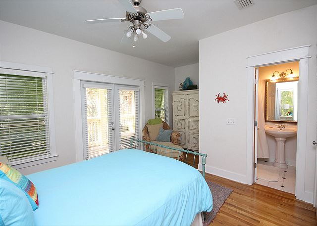 Queen Guestroom with Private Bath
