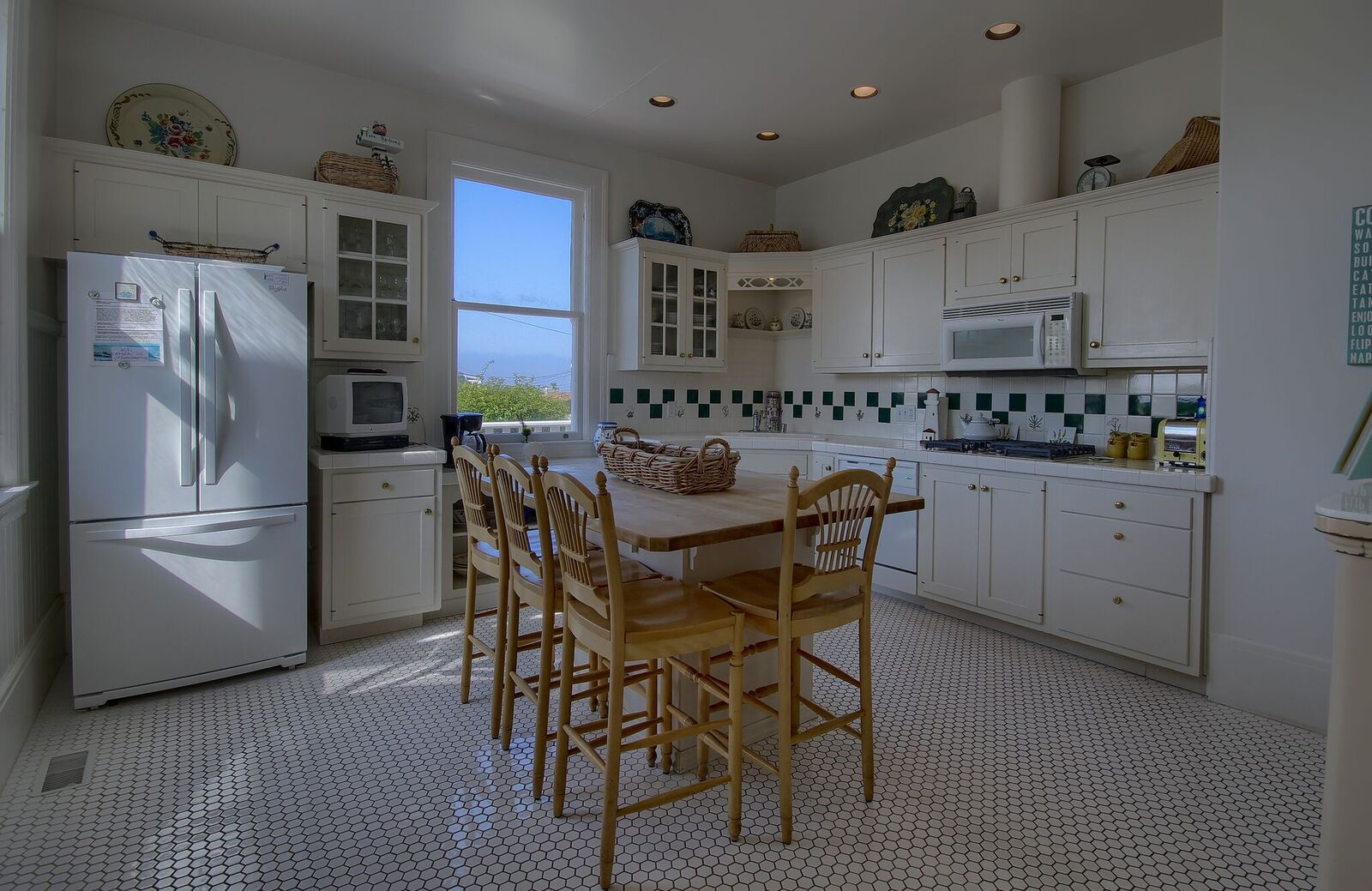 A Victorian Lightkeepers House by the Sea | Scenic Coast ...