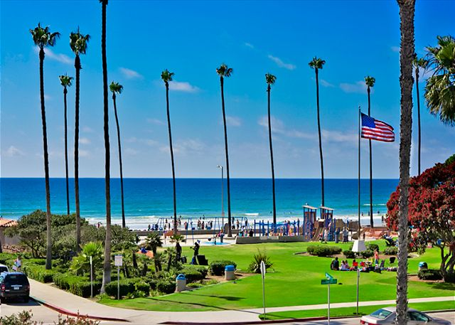 Enjoy surf, sand, and sunsets from your La Jolla Shores penthouse - La Jolla, California