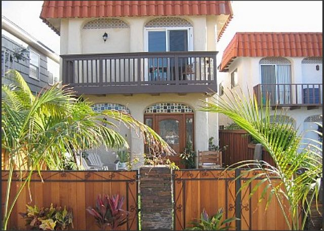 La Jolla Beach Rental Condo With Private Yard - La Jolla, California