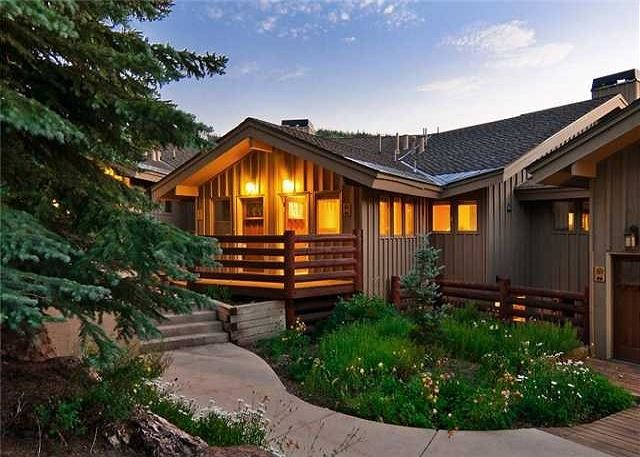3-bedroom house offers spectacular views and is conveniently nestled in an upscale enclave, ID#225084