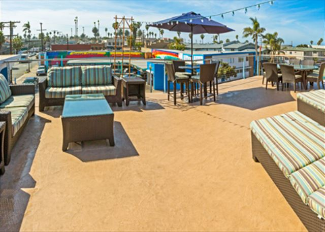Brand new condo - amazing roof deck w/whitewater views just 1 block to beach - San Diego, California