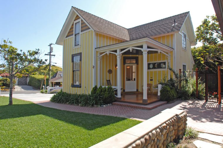 Groovy 484 Yellow Cottage Seabreeze Vacation Rentals Interior Design Ideas Gentotryabchikinfo