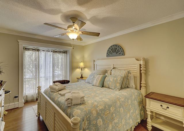 Master Bedroom with King bed, Flat Screen TV & Private Bath
