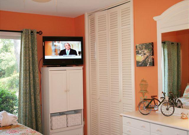 Fairway Lane 71 - Bedroom 2 Flat Screen TV - HiltonHeadRentals.com