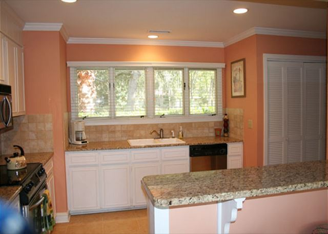 Red Maple 20 - Fully Equipped Kitchen - HiltonHeadRentals.com