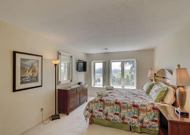 Bluff Villas 1817 - Master Bedroom Flat Screen TV - HiltonHeadRentals.com