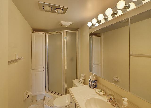 Bluff Villas 1817 - Master Bath with Shower - HiltonHeadRentals.com