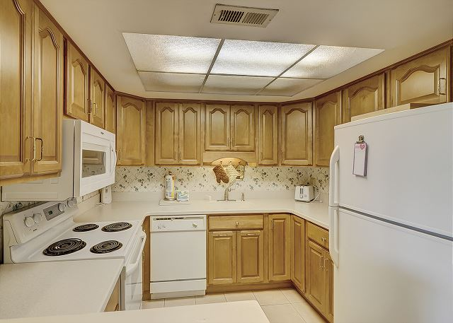 Bluff Villas 1817 - Fully Equipped Kitchen - HiltonHeadRentals.com