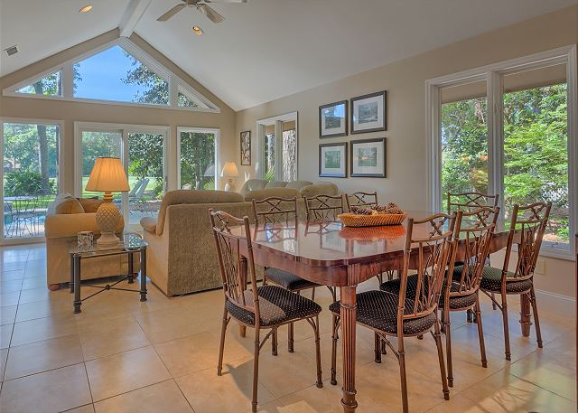 Battery 21 - Dining Area - HiltonHeadRentals.com