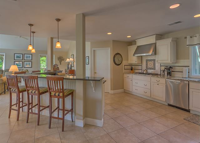 Battery 21 - Kitchen with Breakfast Bar - HiltonHeadRentals.com