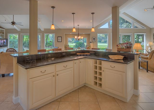 Battery 21 - Kitchen Center Island - HiltonHeadRentals.com