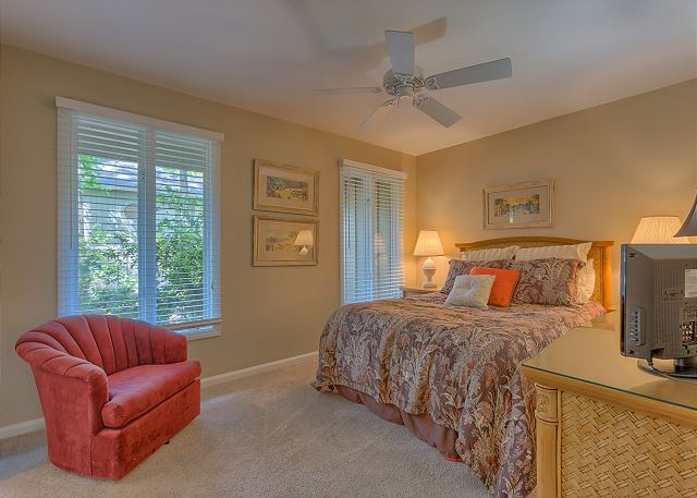 Battery 21 - Bedroom 3 with Queen bed, Flat Screen TV & Private Bath - HiltonHeadRentals.com