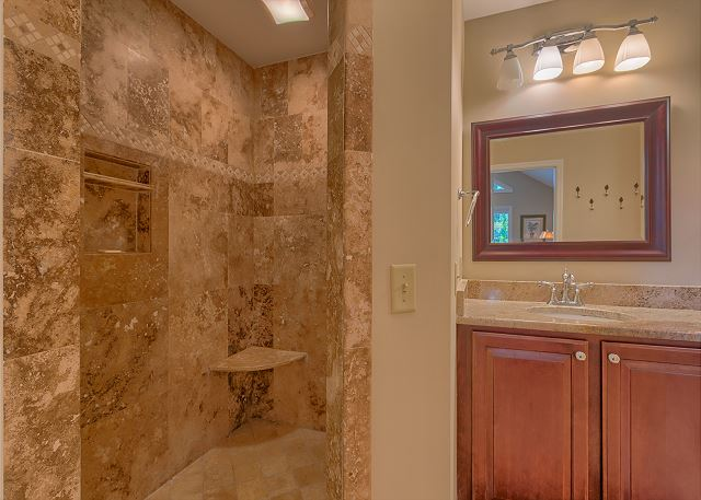 Battery 21 - Shower in Master Bath - HiltonHeadRentals.com